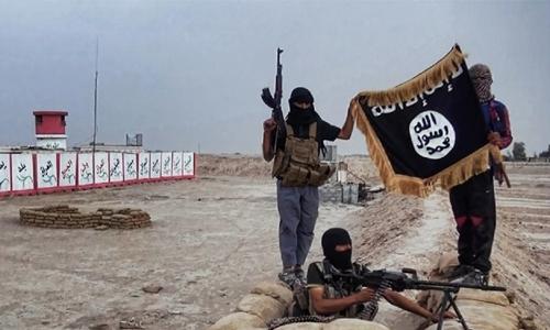 Khủng bố IS chụp ảnh sau khi chiếm một điểm kiểm soát quân sự ở tỉnh Salahuddin, Iraq