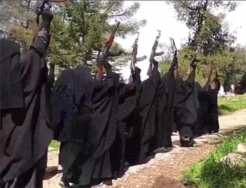 Thiếu người đánh bom liều chết, tổ chức khủng bố IS bắt đầu đào tạo một đội sát thủ toàn nữ