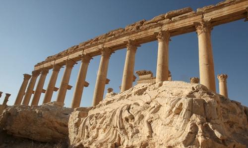 Các cột đá cổ ở Palmyra.