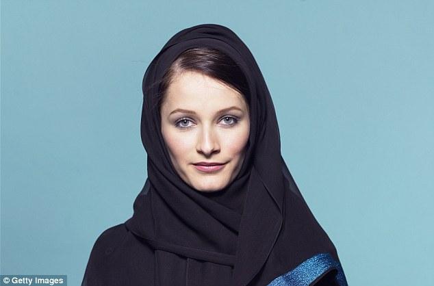 Nữ phóng viên BBC giả làm phụ nữ Hồi giáo tiếp cận tổ chức khủng bố IS qua mạng xã hội