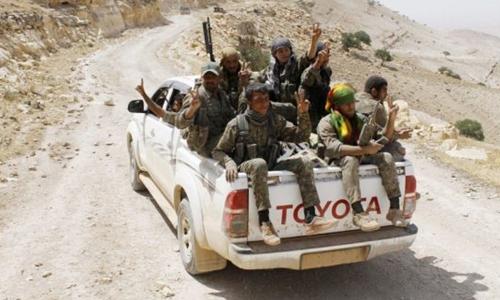 Thành viên Các đơn vị Bảo vệ người Kurd (YPG), một nhóm nổi dậy thuộc liên minh Các lực lượng Dân chủ Syria (SDF)