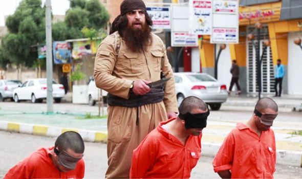 Gã phiến quân khủng bố IS hành quyết 3 chiến binh người Kurd trên đường phố