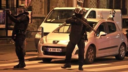 cuộc vây bắt kéo dài 7 tiếng đồng hồ của cảnh sát Pháp diễn ra vô cùng căng thẳng