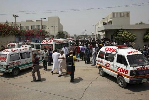 19 người đã thiệt mạng trong vụ khủng bố xả súng trên xe bus tại Pakistan