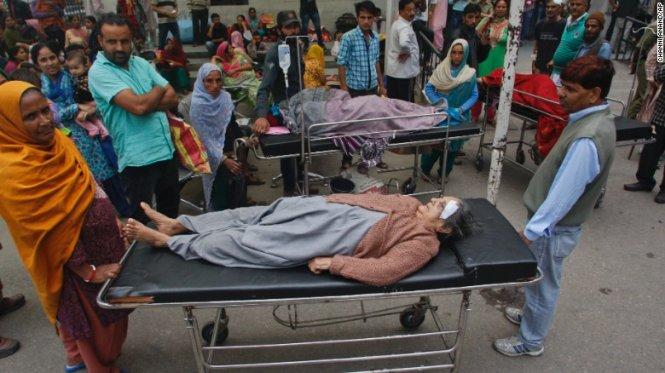 Con số thương vong sau trận động đất ở Nam Á đang không ngừng tăng lên, tính đến thời điểm hiện tại, đã có hàng trăm người chết và bị thương