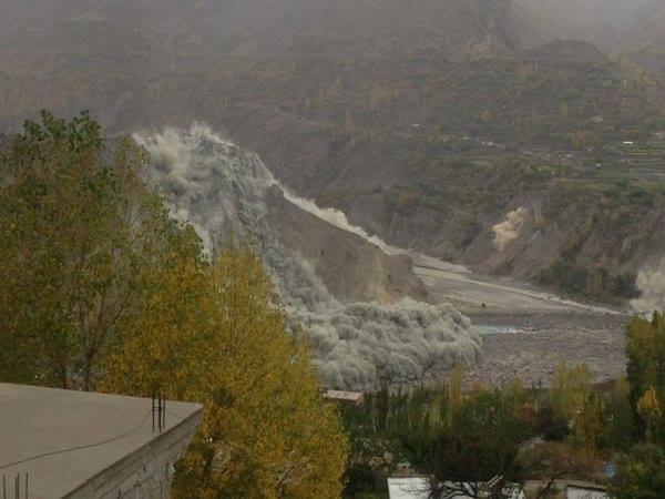 Sông băng tại thung lũng Hunza, vùng Kashmir sạt lở do động đất