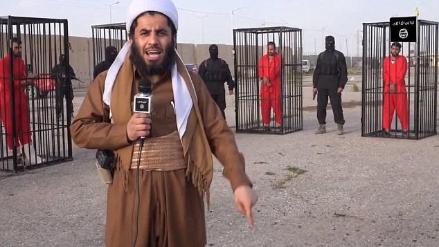 Phiến quân IS phỏng vấn từng con tin trước khi xử tử.