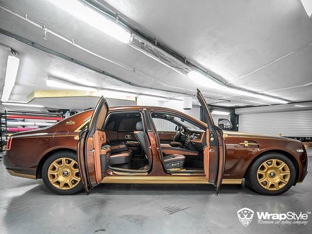 Đèn LED tùy chọn, sợi carbon nẹp bệ cửa, mui xe bằng sợi carbon, trong khi bộ khuếch tán phía sau được thiết kế lại với những lỗ thông hơi bên cạnh ống xả bằng thép không gỉ.