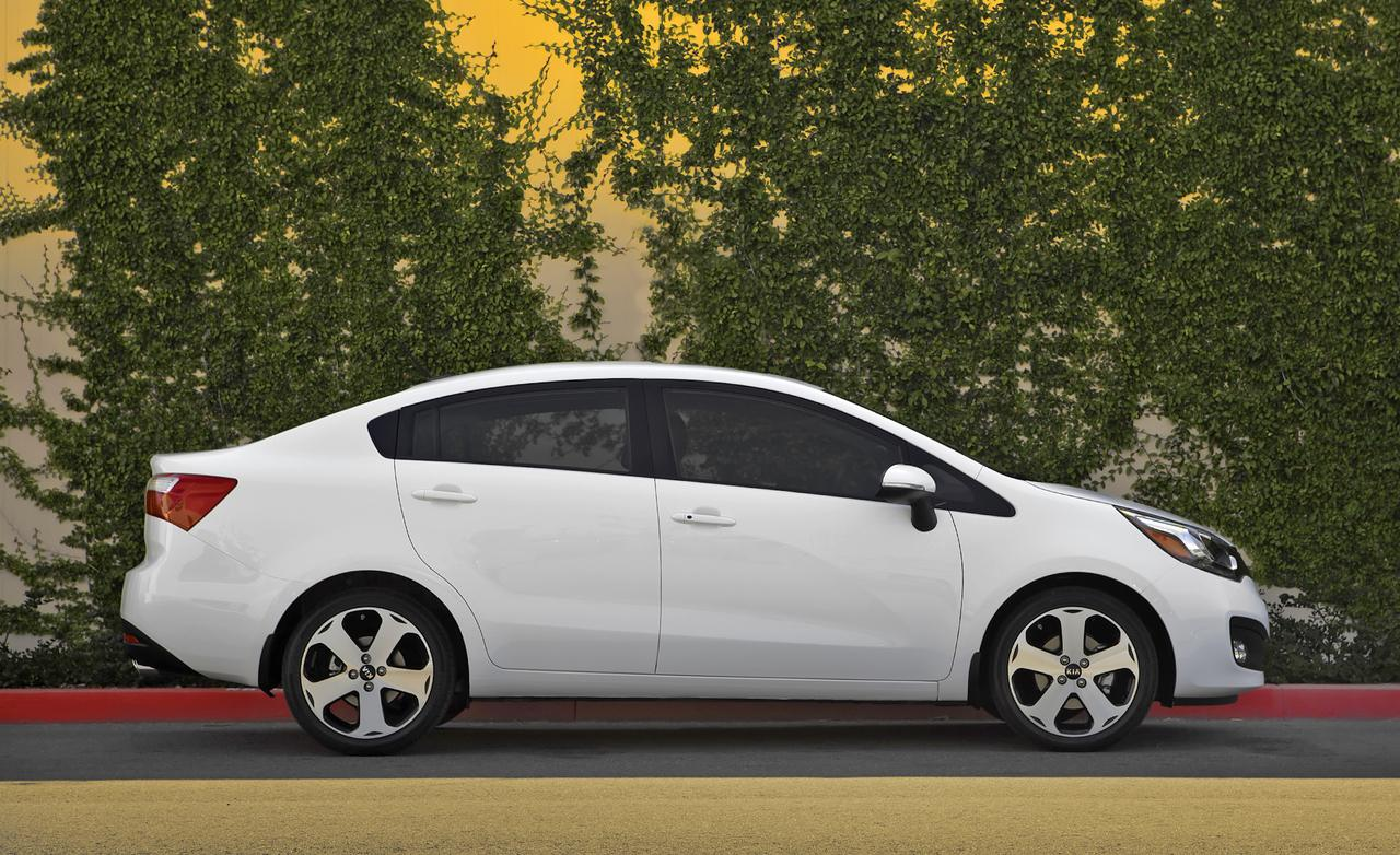 Xe ô tô mới giá rẻ năm 2014 với thiết kế đẳng cấp, sang trọng