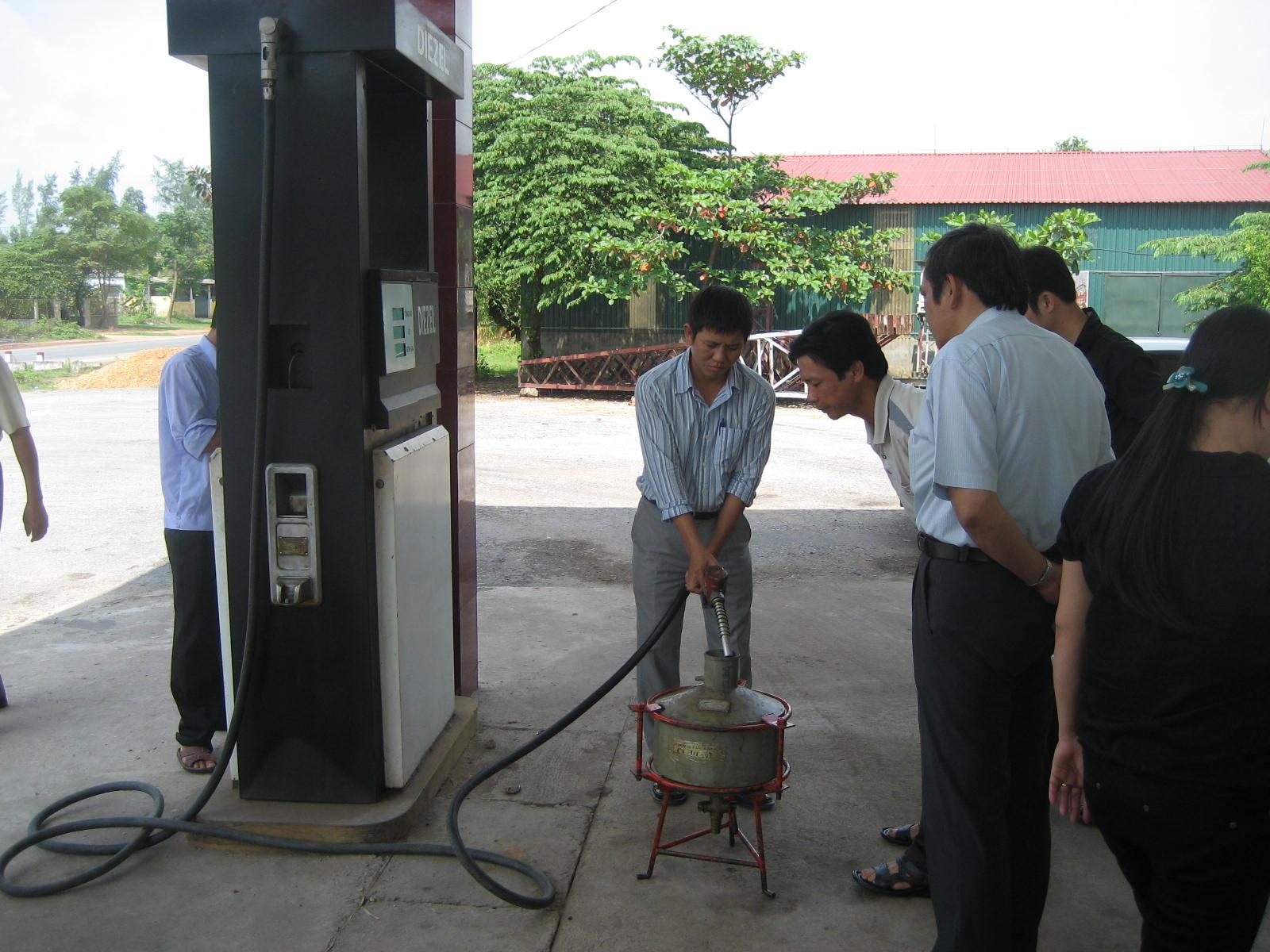 Các hoạt động kiểm tra chất lượng xăng dầu được Cục QLCLSPHH tăng cường, bảo vệ thị trường và người tiêu dùng