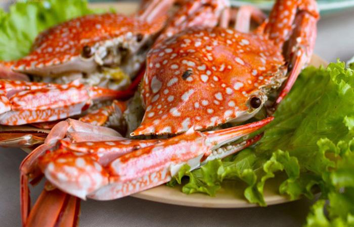 Người bị bệnh gút phải kiêng kỵ trong ăn uống hải sản như tôm cua, ghẹ...