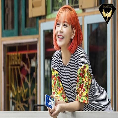 13.Hot girl Chi Pu có sự thay đổi khác biệt khi chọn màu cà rốt tone sáng chói cho mái tóc của mình.