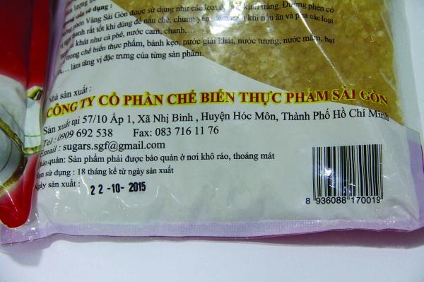 Mặt sau của đường phèn vàng Sài Gòn gồm địa chỉ, mã vạch công ty và ngày sản xuất