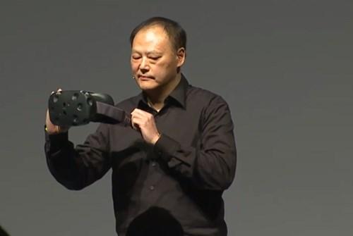 CEO HTC giới thiệu kính thực tế ảo mới Vive