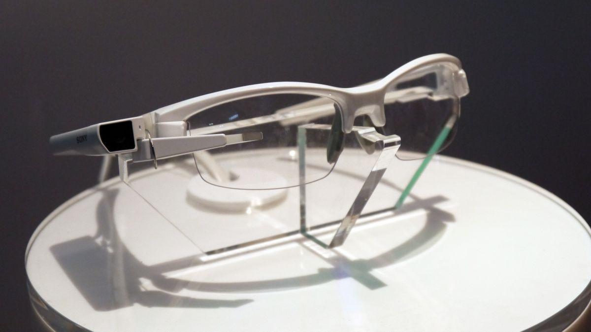 Phiên bản kính thông mới của Sony lúc giới thiệu tại MWC 2015