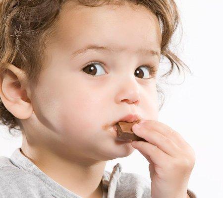 Kẹo cũng gây nhiều tác hại cho trẻ