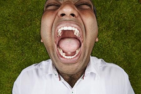 Kỷ lục người có nhiều răng nhất thuộc về Vijay Kumar, 27 tuổi, đến từ Ấn Độ. Người đàn ông này có tổng cộng 37 chiếc răng.
