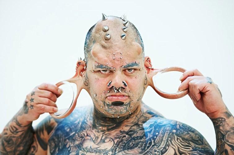 Kỷ lục người có dái tai lớn nhất thế giới thuộc về anh Kalawelo Kaiwi, người Mỹ, với kích thước 10,5 cm.