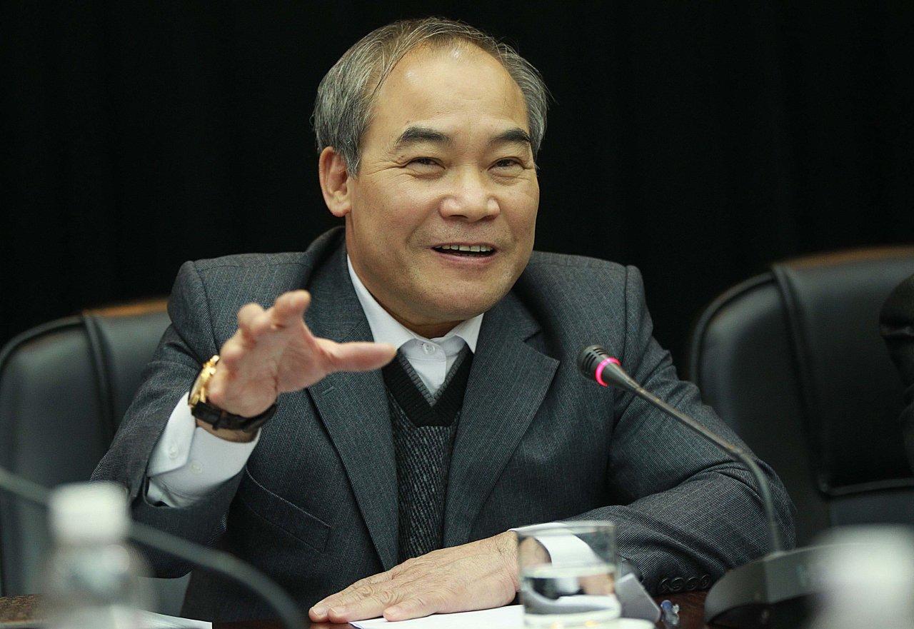 Thứ trưởng Bộ GD&ĐT Nguyễn Vinh Hiển cho biết lượng câu hỏi mở trong đề thi THPT quốc gia của kỳ tuyển sinh 2016 này sẽ được tăng cường