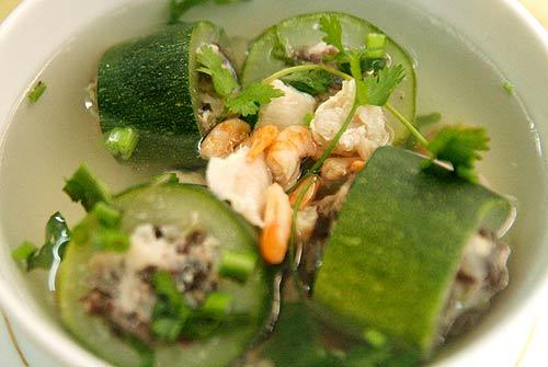 Bí ngồi nhồi thịt là món ăn ưa thích của người Việt Nam vào mùa hè