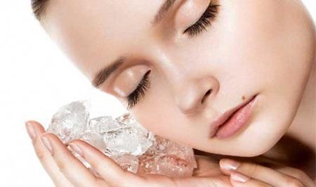 Làm đẹp bằng đá lạnh là phương pháp được nhiều người ưa chuộng