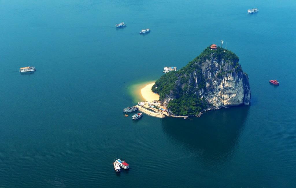 Thủy phi cơ – trải nghiệm du lịch Hạ Long độc đáo như Kong Kull Island