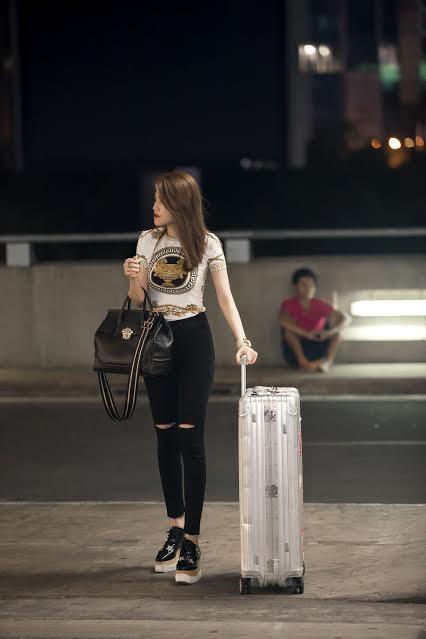 Được mệnh danh là 'tay chơi túi hiệu' độc lạ hàng đầu showbiz, siêu mẫu Thu Hằng liên tục xuất hiện với những chiếc túi xách đình đám không kém cạnh gì những ngôi sao hàng đầu thế giới.