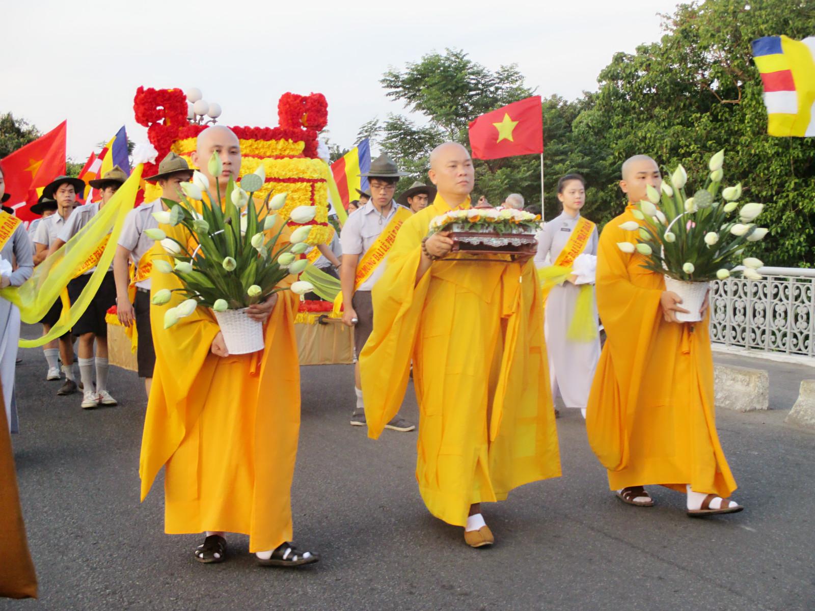 Lễ rước mừng Đại lễ Phật Đản của Giáo hội Phật Giáo Việt Nam