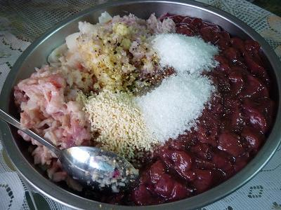 Nguyên liệu chính của món pate gan lợn sẽ gồm gan, thịt lợn và một chút mỡ