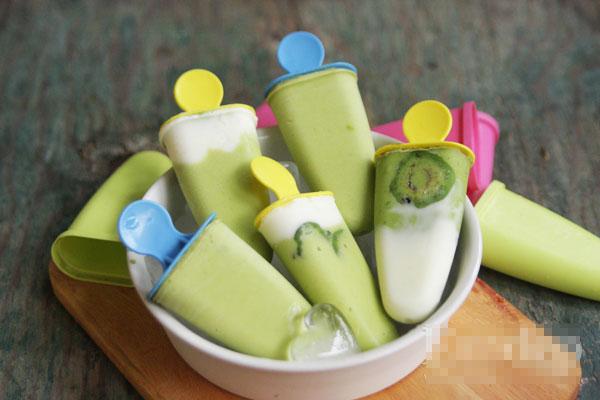 Tạo hình cho kem với những khuôn kem ngộ nghĩnh hoặc bạn cho vào hộp kem lớn đều được