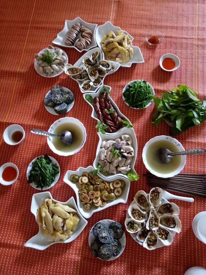 Mâm cơm gia đình mang hình đất nước Việt Nam vô cùng độc đáo
