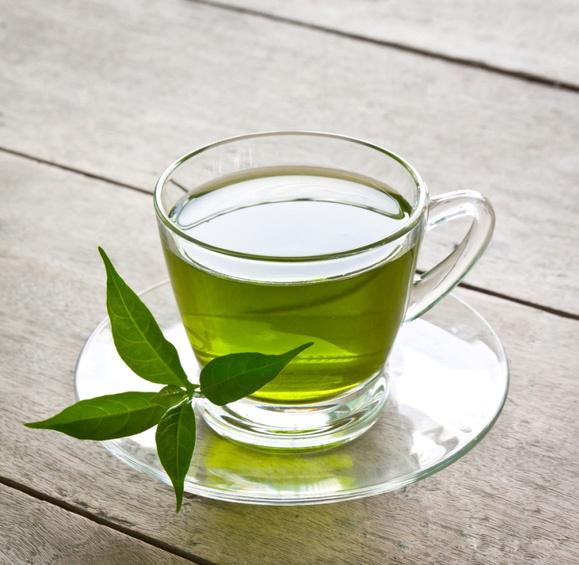 Thấm nước trà xanh lên làn da bị cháy nắng đem lại hiệu quả tốt nhất