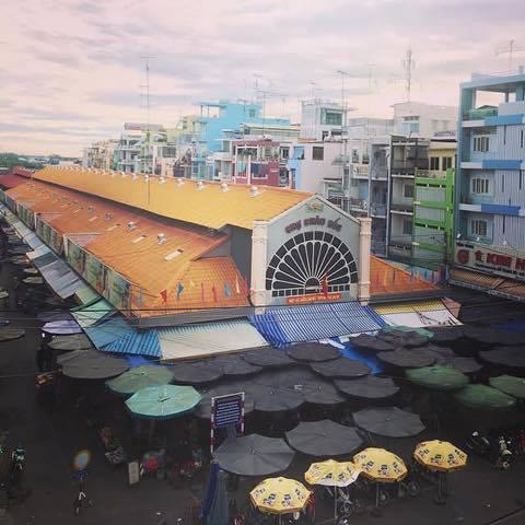 Chợ Châu Đốc là một trong những khu mua bán lâu đời và nổi tiếng hàng đầu miền Tây, nơi được mệnh danh là vương quốc của các loại mắm và đồ khô