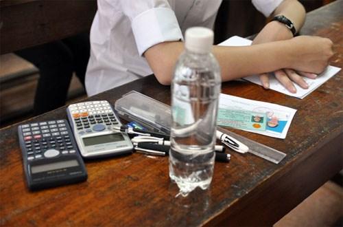 Chuẩn bị kĩ càng các đồ vật cần mang vào phòng thi, tránh tình trạng quên những giấy tờ cần thiết