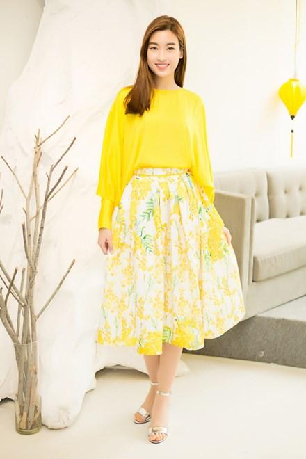 Bộ trang phục mang sắc vàng của hoa mimosa đã tôn lên được vẻ đẹp trong sáng của hoa hậu