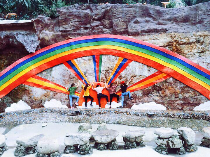 Bãi biển Đồ Sơn là địa điểm du lịch bạn có thể đi cùng bạn bè và gia đình