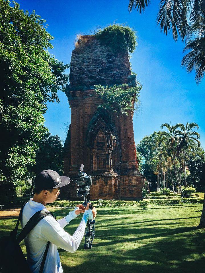 Tháp Nhạn là một tháp Chăm nằm trên núi Nhạn, được người Chăm sinh sống ở lưu vực châu thổ sông Ba xây dựng nên vào khoảng thế kỉ 12. Tháp có hình tứ giác với 4 tầng, càng lên cao càng thu nhỏ lại so với tầng dưới, nhưng vẫn theo phong cách tầng dưới.