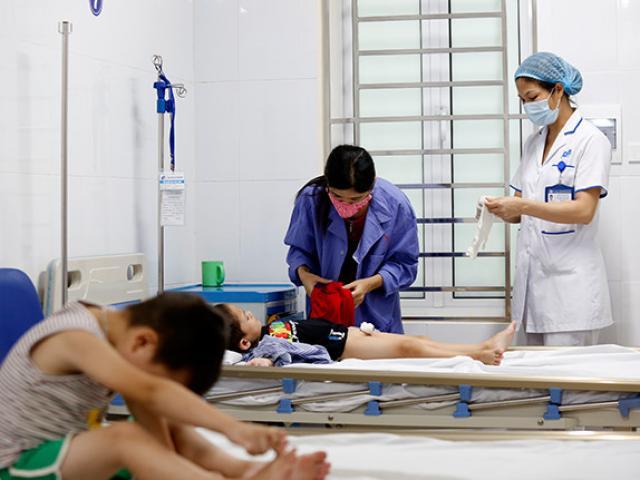 Y sĩ khiến gần 80 trẻ em ở Khoái Châu bị sùi mào gà bị phạt hành chính và tước giấy phép hành nghề 12 tháng