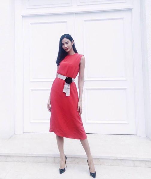 Những chiếc váy dài quá đầu gối giúp Thùy quyến rũ hơn