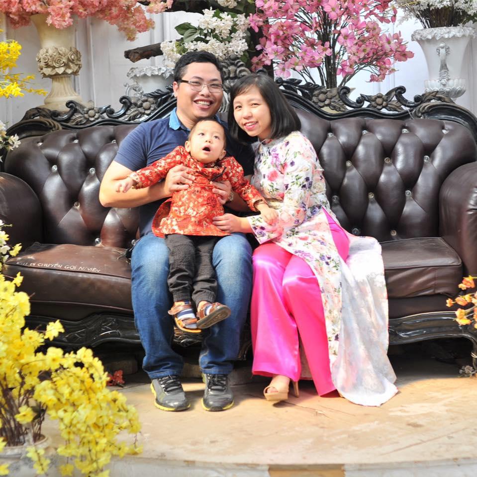 Bà nội trợ đảm đang Quỳnh Phương bên chồng và con trai nhỏ