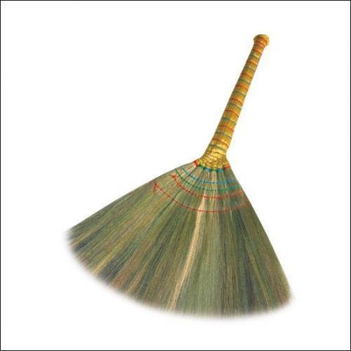 Những người tuổi Ngọ nên đặt một cái chổi ở góc nhà để tránh bất an