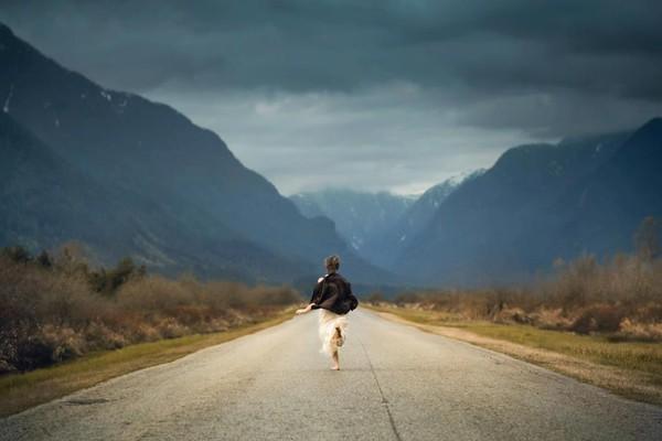 Con người phải luôn tiến về phía trước và không sợ khó khăn