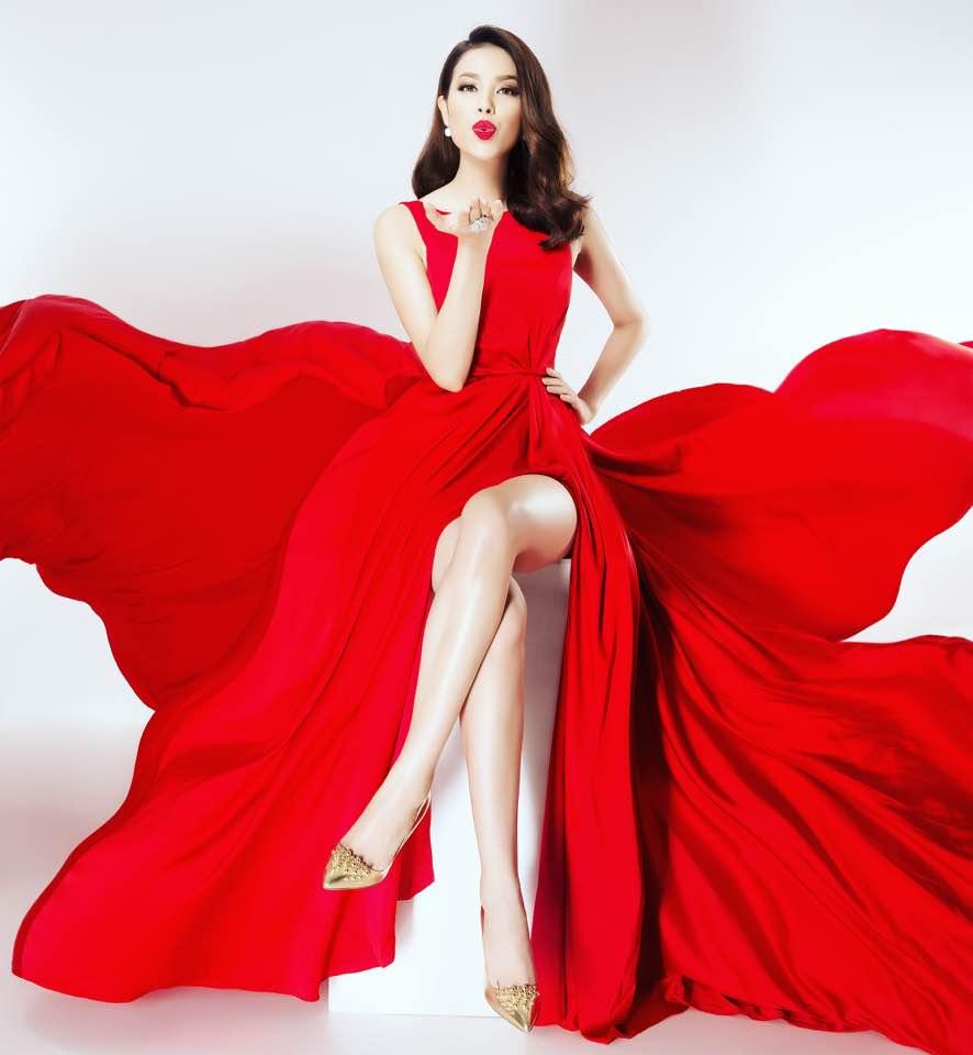 Hoa hậu Phạm Hương thường diện những bộ đầm màu đỏ