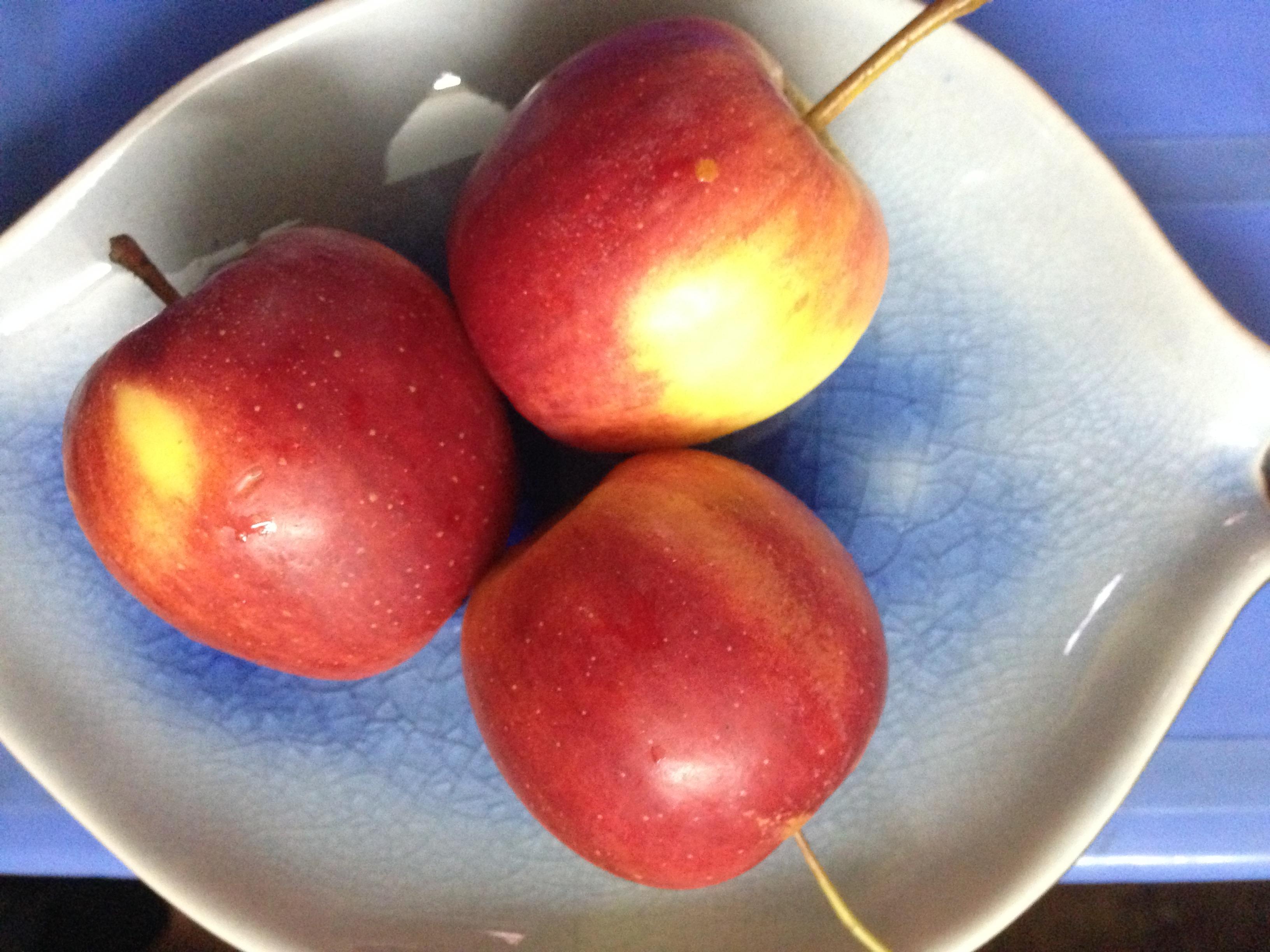 Táo cherry đẹp chẳng kém gì so với các loại táo ngoại nhập