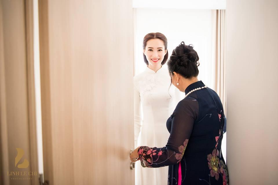 Hoa hậu Đặng Thu Thảo diện áo dài trắng giản dị nhưng đầy tinh tế