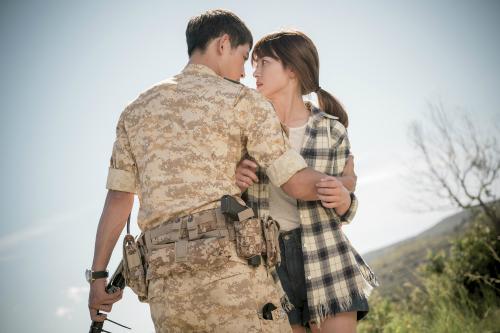 Song Joong Ki và Song Hye Kyo đã nên duyên từ bộ phim ăn khách 'hậu duệ mặt trời'