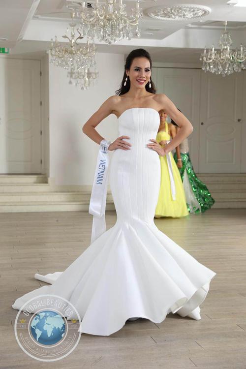 Trang phục dạ hội của Lệ Quyên lọt top 10 tại Miss Supranational 2015