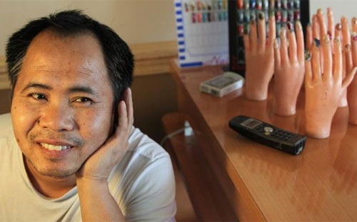 Anh Huy Van, một người Việt làm chủ tiệm nail ở Miami, Mỹ - Ảnh: Miami Herald