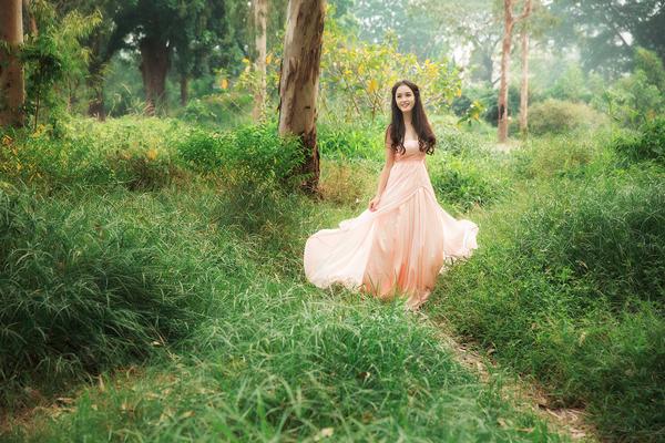 Người đẹp 20 tuổi coi trọng sự nghiệp học hành và muốn có một nghề nghiệp ổn định trong tương lai. Cô đang là sinh viên của Đại học Văn hóa Hà Nội.
