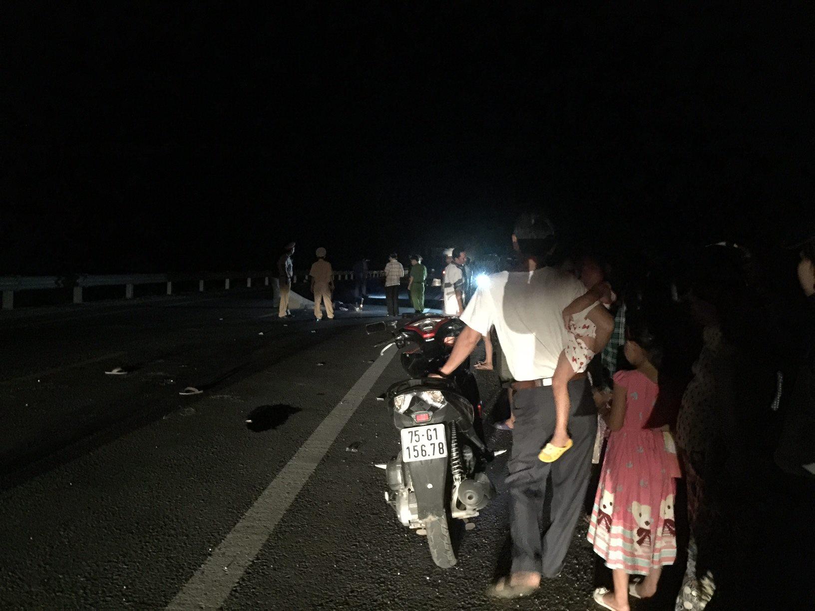 Tai nạn giao thông: Cô gái trẻ bất ngờ bị xe tải tông, văng xa hàng chục mét